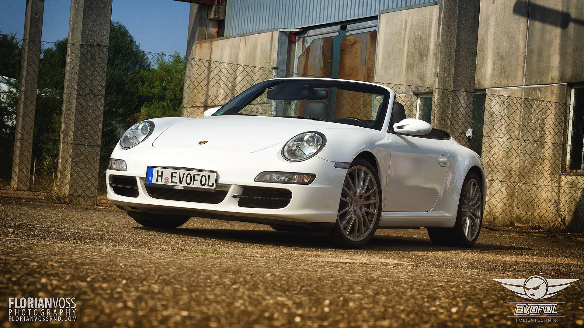 Porsche Carrera S Weiss Metallic